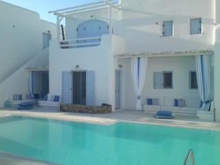 SMALL FRIENDLY LUXURY MYCONEAN VILLA IN ORNOS - Mykonos vacation rentals