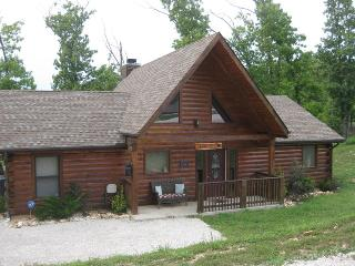 Beautiful 3 bedroom, 2 bath deluxe log cabin in quiet & peaceful wooded setting in Branson Cedars Resort (near Big Cedar), Ridgedale