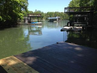 Hidden Gem, private lake home w/great water dock, Dawsonville