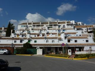 Apartment with communal pool near the golf course, Velez-Malaga
