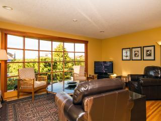 Your Family Escape Awaits - Young at Heart Cottage, Parksville