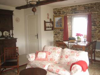 Quaint 300yo Stone Cottage Normandy France - Basse-Normandie vacation rentals