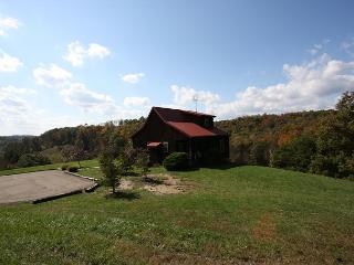 Hocking Hills Cabin with Beautiful View, Logan