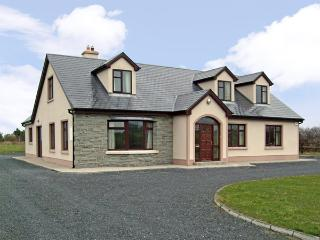 CRAGGAKNOCK, pet friendly, country holiday cottage, with a garden in Doonbeg, County Clare, Ref 2829