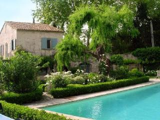 Perfect for 2 couples! Quaint village house O'Paradou  with private garden & saltwater pool