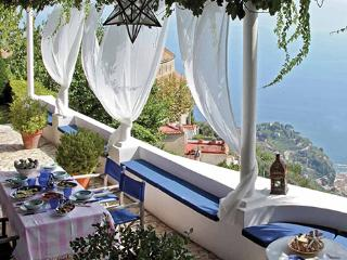 A Luxury Villa Above Amalfi with a Pool and Beautiful Views. - Villa Scala, Ravello