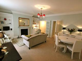 Belgrave Road, Pro-managed by Ivy Lettings - Wifi, London