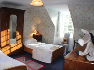 Beautiful Country Cottage,  wi-fi & tennis court., Cupar