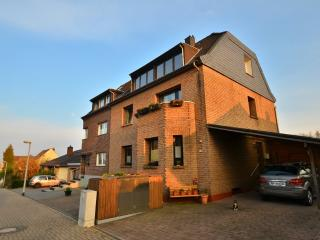LLAG Luxury Vacation Apartment in Cologne - 624 sqft, relaxing, clean (# 144), Frechen