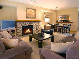 Whistler , Deluxe Nicklaus North Townhome with Private Hot tub