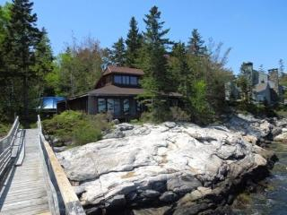 DOC'S PLACE| SOUTHPORT ISLAND | NEAR CAPE NEWAGEN | CONTEMPORARY COTTAGE| SUNKEN STONE FIREPLACE | PRIVATE FLOAT & DOCK | VIEWS OF THE OPEN OCEAN | FAMILY RETREAT | GIRL'S WEEK, Boothbay