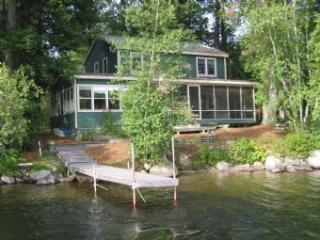 Picturesque House with 3 BR & 1 BA in Moultonborough (324)