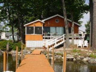 Amazing 3 Bedroom & 1 Bathroom House in Moultonborough (345)