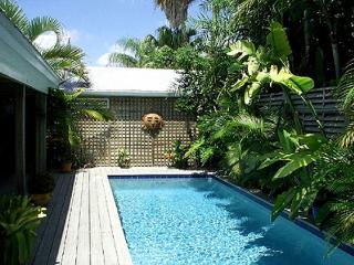 Olivia Cottage: A charming Old Town house near Key West's historic cemetery
