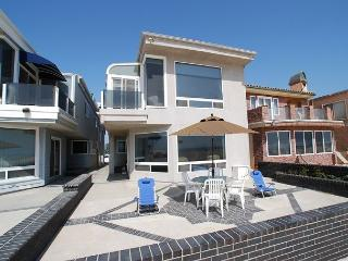 Great 5 Bedroom Oceanfront Lower Unit of a Duplex! Patio & Views! (68116), Newport Beach