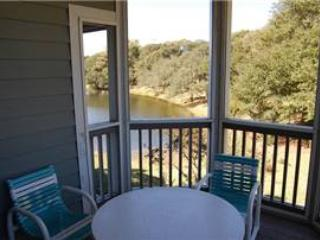 Cozy 2 Bedroom Windermere Condo with a Pool, Near the Ocean, Myrtle Beach