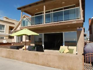 2 story oceanfront front unit on the boardwalk - near pier, TV, deck (68197) - Newport Beach vacation rentals