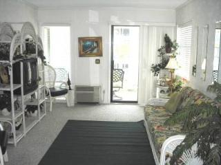 A Place at the Beach- Oceanside 2 Bedroom Condo Rental with a Pool, Myrtle Beach