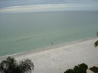 2 bedroom condo on the beach facing sunsets, Naples