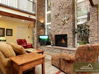 Four Sisters' Lodge  Downtown Perfect for Groups Hot Tub   Free Nights, Gatlinburg