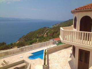 WONDERFUL SEASIDE VILLA FOR RENT Omis, Lokva Rogoznica