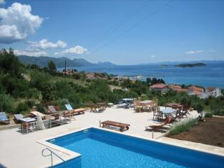 Wonderful seaside villa with a pool, for rent, Orebic
