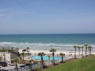 Ocean Front Condo at the Luxurious Ocean Vistas., Daytona Beach