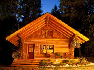 Log Cabin Retreat - a handcrafted Work of Love, Sandpoint
