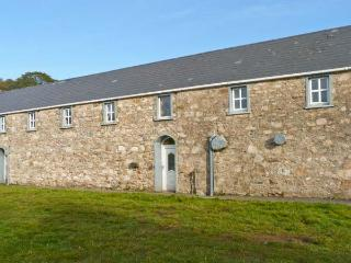 GWEEBARRA APARTMENT, off road parking, village location, close to Dungloe in Doochary, Ref 20727