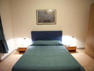 Absolute Colosseum Apartment 100m from Colosseum!, Rome