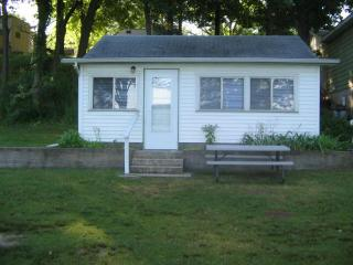 Vacation Cottage Rental On The Lake, Jones
