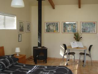 Sequoia Resort HOUSE 2 - 'Artist's Studio', Badger