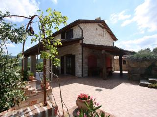 Private Villa,8 sleeps, pool, hill view, Le Marche, Cagli