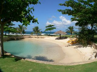 PARADISE PFP - 99790 - SPECTACULAR | 7 BED | BEACHFRONT VILLA | INFINITY POOL | GYM - DISCOVERY BAY, Discovery Bay