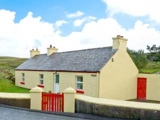 COSY NOOK all ground floor, countryside views, close to coast in Portsalon, County Donegal, Ref 11678