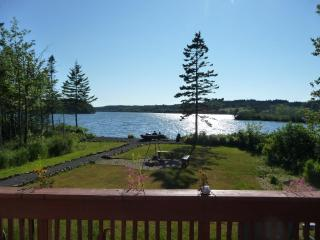 COSY LAKE COTTAGE 1-2 BEDROOM / DIGBY NECK, Digby