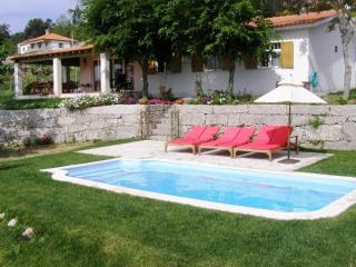 Comfortable 3bdr country house, large views around, Paredes de Coura