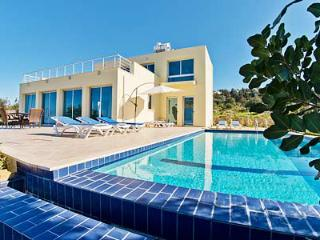 VIEW THIS!...outstanding 3 bedroom villa with....., Kyrenia