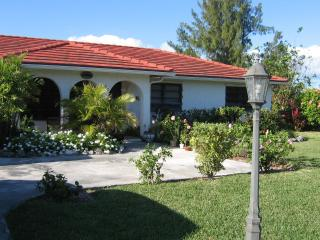3 bedroom house 5 min walk to beach - car included - Grand Bahama vacation rentals