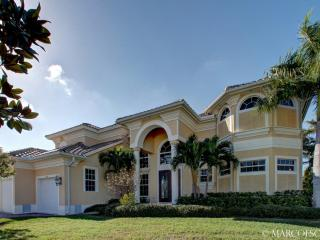 WATERFALL COURT - Two Full Master Suites!  Due South Exposure on The Bay!!, Marco Island
