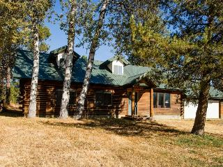 Beautiful cabin with private hot tub, McCall