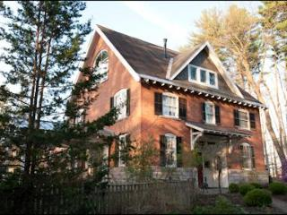 Red Brick Carriage House, Saratoga Springs