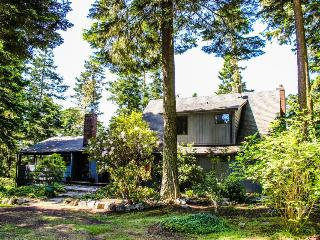 Island getaway with ocean view, outdoor fire pit, Lopez Island