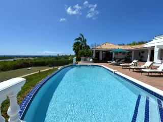 SPECIAL OFFER: St. Martin Villa 322 This Gorgeous Villa Is Very Sophisticated And Elegant. Can Be Rented As A 3-5 Bedroom Villa., Terres Basses