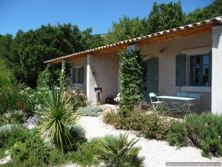 A 'zen' pool, views of Luberon, WiFi, Fabulous! - Luberon vacation rentals