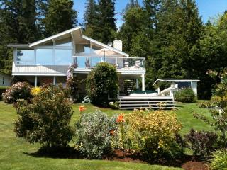 Beautiful Oceanfront Home with Spectacular View!, Mill Bay