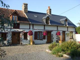 Gite 1 'Les Hirondelles'  in Normandy countryside, Les Cresnays