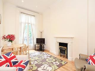 Amazing 2 Bedroom Hyde Park Rental with Terrace, London