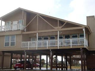 Amazing Beach Front Home Perfect for Families! Walk right to Ocean from front, Galveston