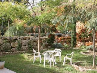 Pet-Friendly 2 Bedroom Flat with Terrace, in Aubagne, Provence